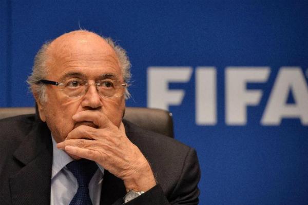 Блаттеру угрожают отставкой, если он не уйдет с поста президента FIFA сам