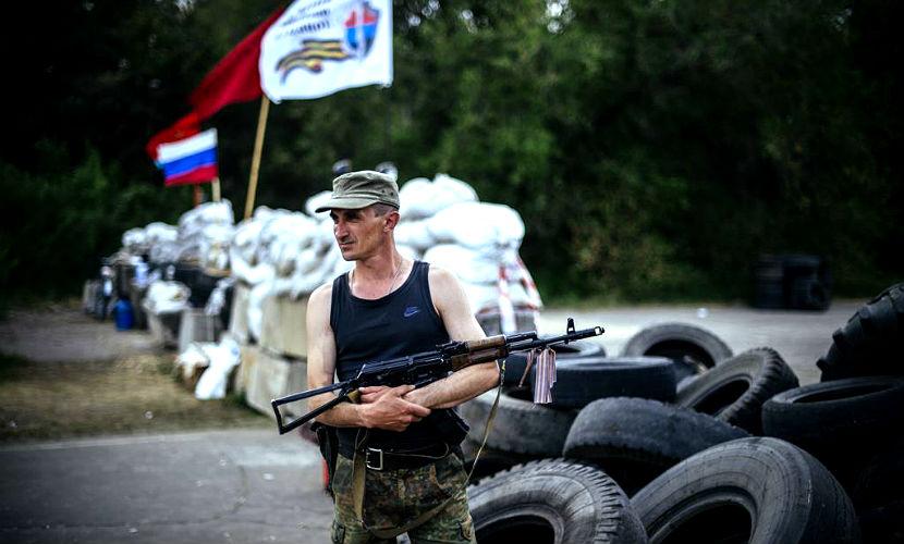 Обвешанный гранатами украинский солдат пришел на блокпост ЛНР договориться о мире