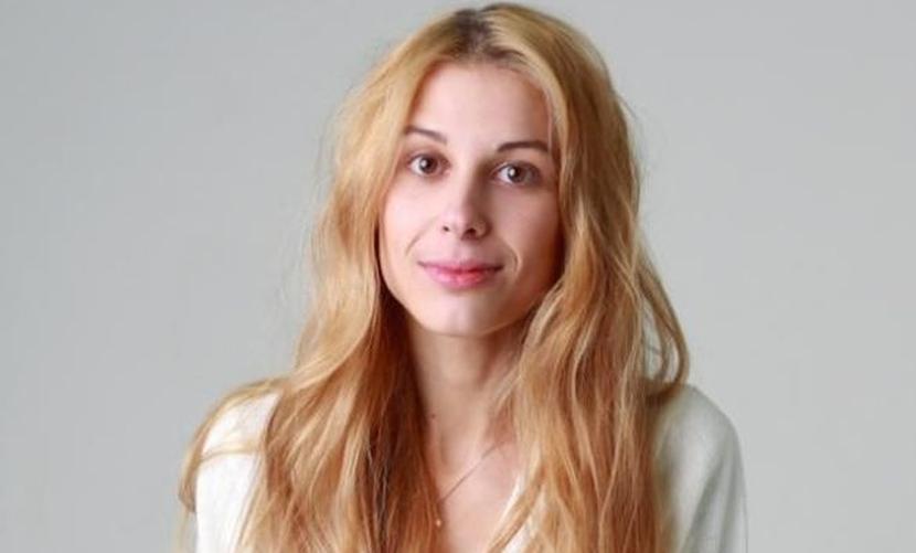 Блондинка-секретарша из сериала «Деффчонки» родила сына