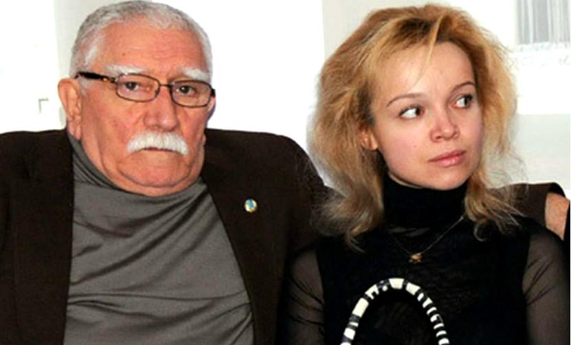 Джигарханян развелся с женой и переехал с молодой любовницей в Подмосковье