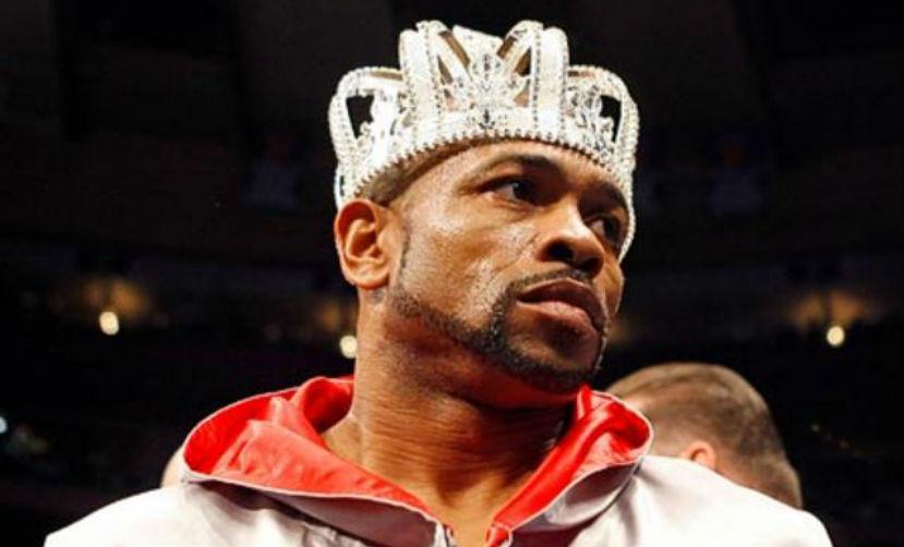 Американский боксер Рой Джонс получил российский паспорт