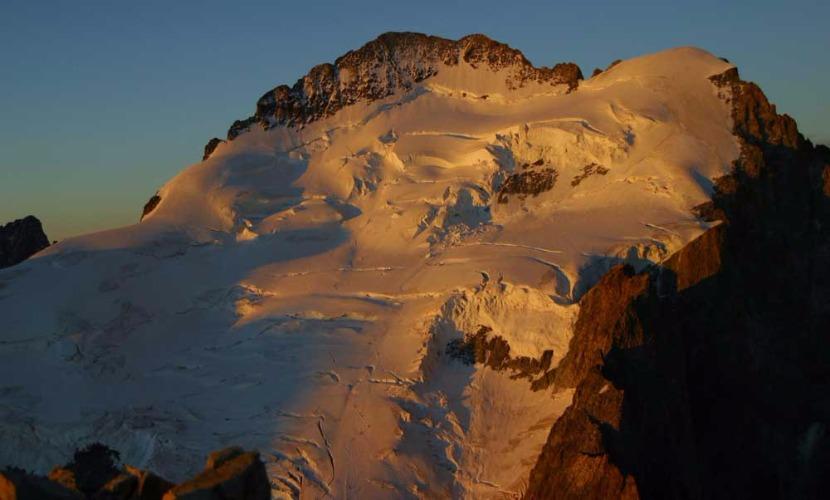 Альпинисты погибли при сходе лавины во Франции