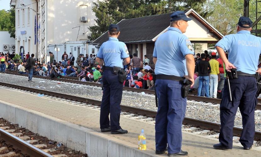 Хорватия, чтобы ограничить поток мигрантов, закрыла границу с Сербией
