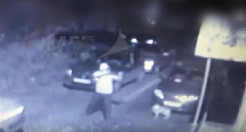 Видео, как хулиган позвонил в дверь и застрелил охранника, попало в Сеть