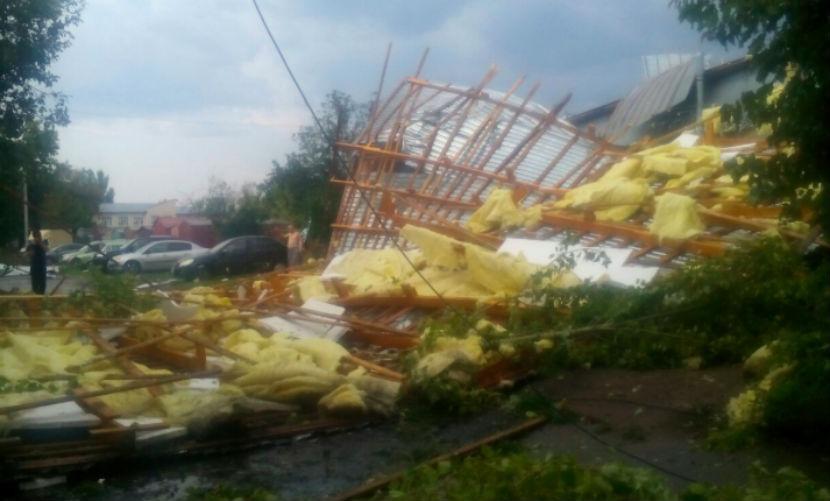 Во время урагана в Казани ранены 18 человек