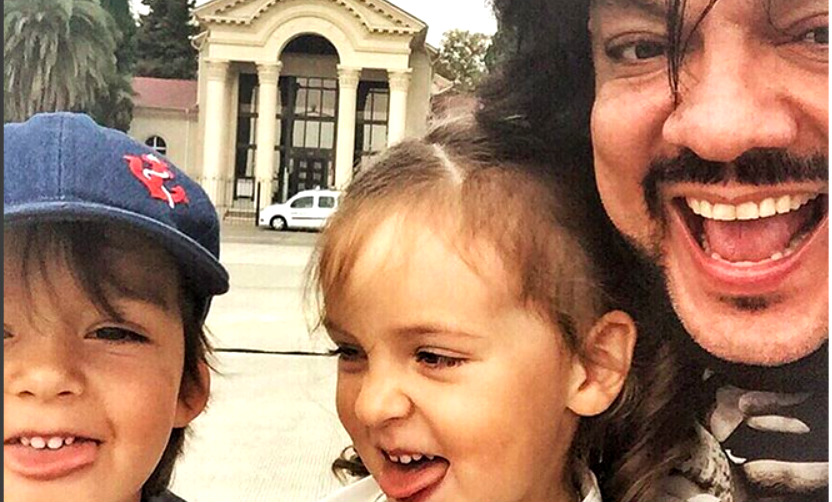 Филипп Киркоров показал в Сочи своих «драйвовых» дочь и сына с языками