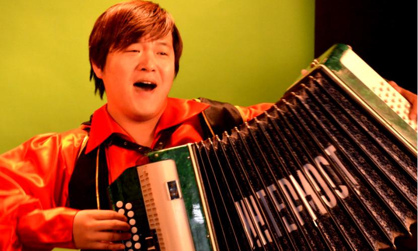Легендарная песня «Постой, паровоз!» на китайском языке стала хитом YouTube