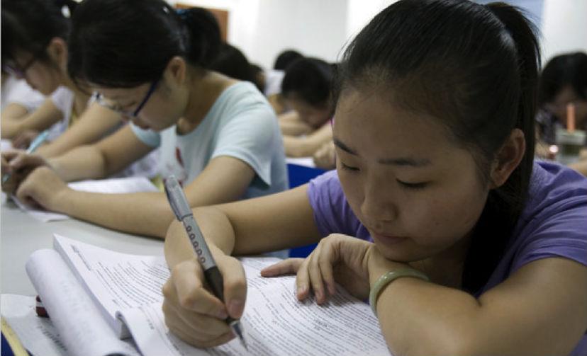 Китайские школьники сдают ЕГЭ по русскому языку
