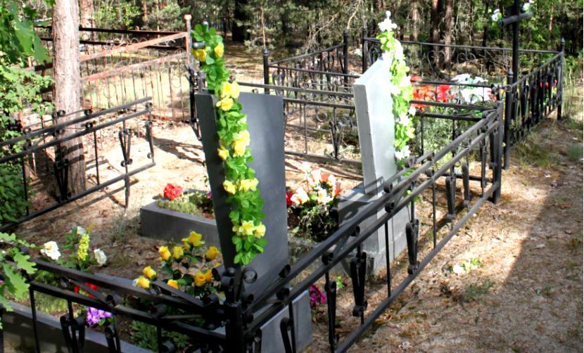 Украинские сатанисты выкопали на кладбище гроб с умершей 34-летней женщиной