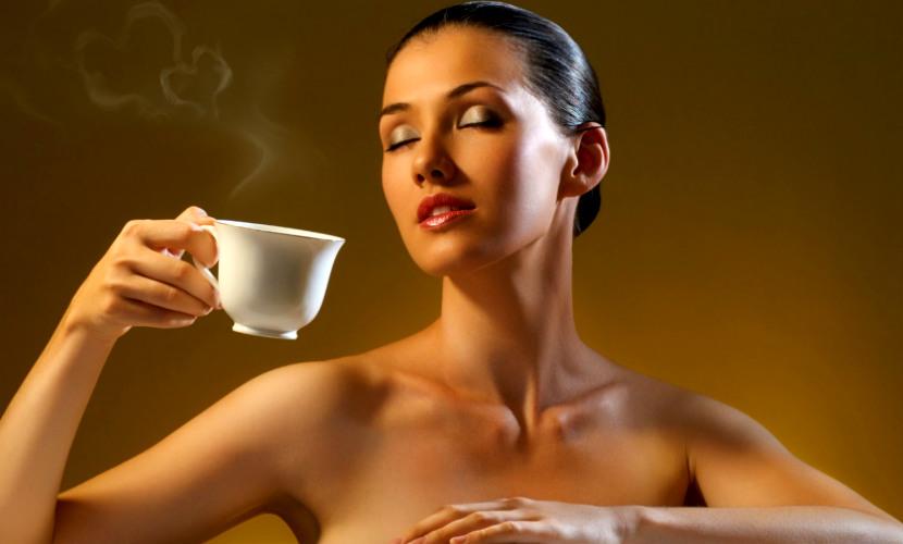 Чашка ночного кофе переводит биочасы человека на 40 минут
