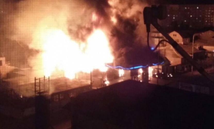 При взрыве АЗС с огромным пожаром в Махачкале погибли три человека