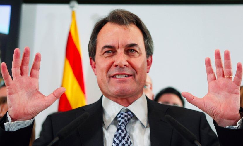 Главе Каталонии Масу вручили повестку в суд относительно прошлогоднего опроса