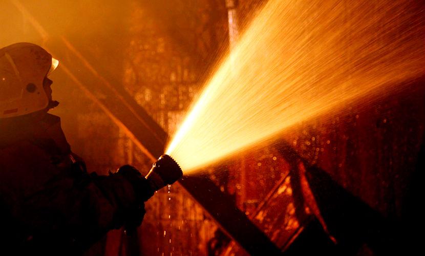 330 человек эвакуировали из дома престарелых из-за сильного пожара