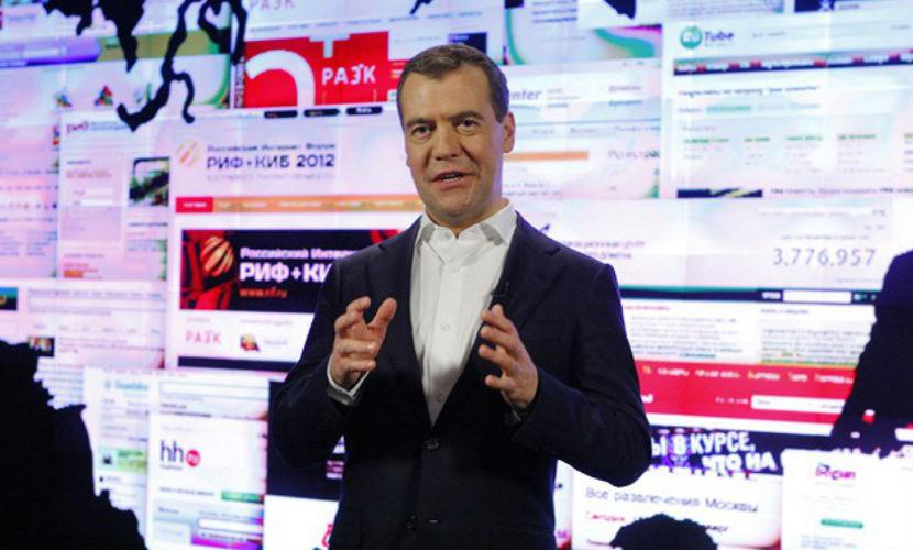 Медведев выступил за государственный контроль над Интернетом