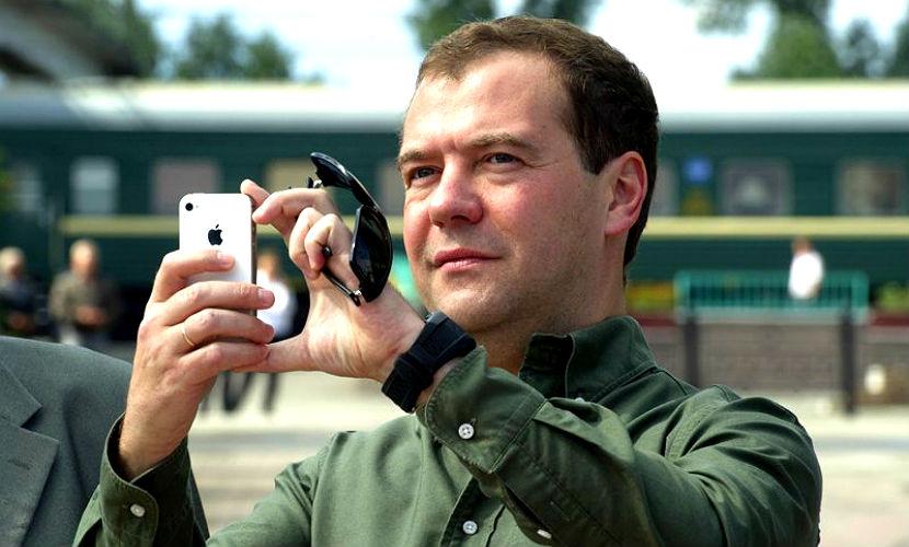 Медведев запретил чиновникам покупать iPhone