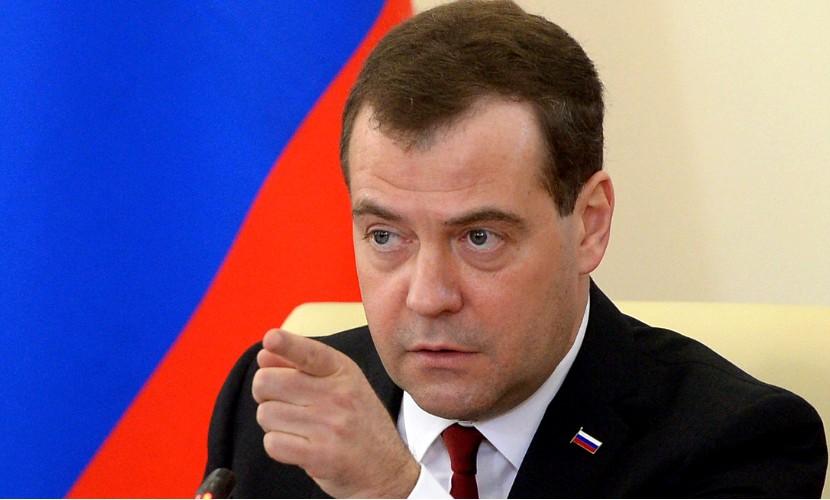 Медведев пообещал научить Европу управляться с беженцами