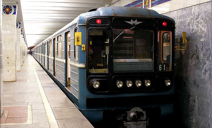 Женщина погибла под колесами поезда в московском метро