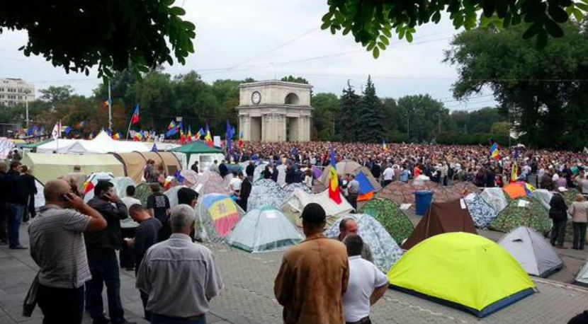 Протестующие в Молдавии грозят властям беспорядками