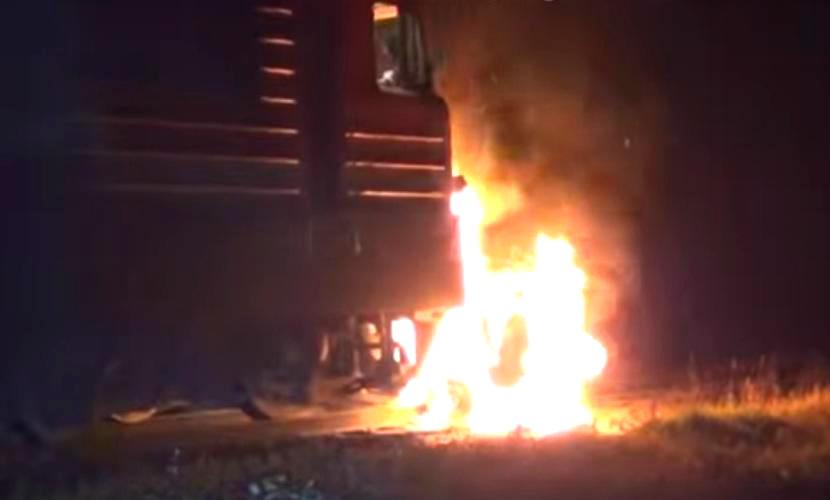 Два человека заживо сгорели в «Ладе», попавшей под поезд возле Мурманска
