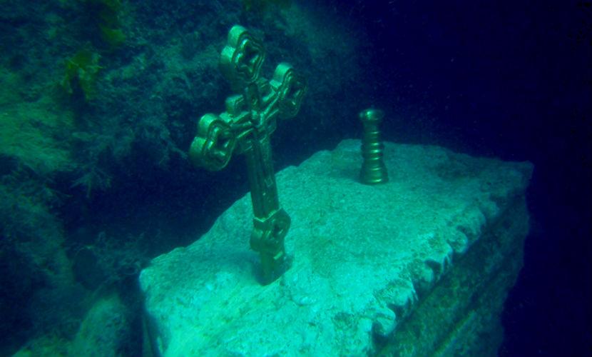 Байкеры Хирурга строят подводный православный храм в Крыму