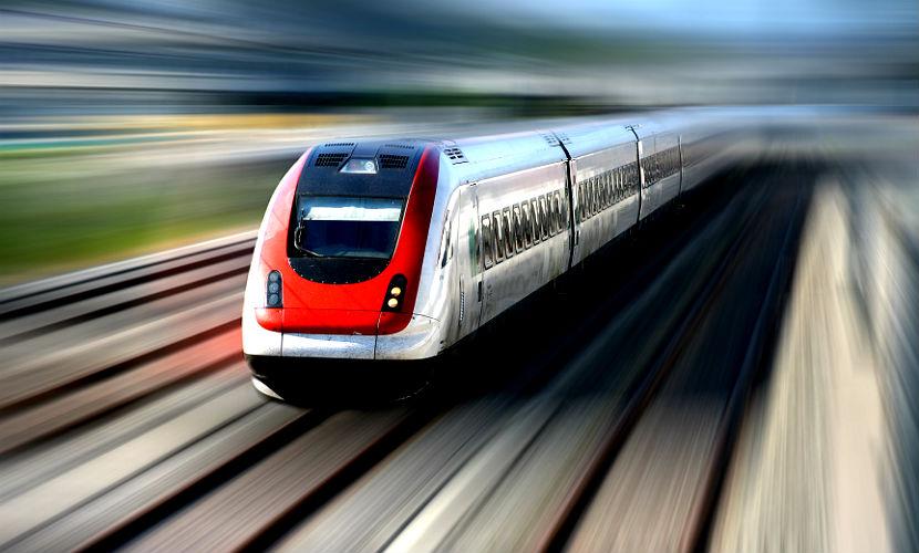 Мужчину выбросили из движущегося поезда за обвинение в краже
