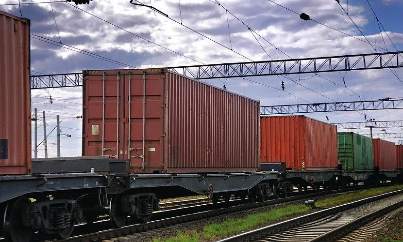 В Свердловской области перевернулись четыре вагона поезда