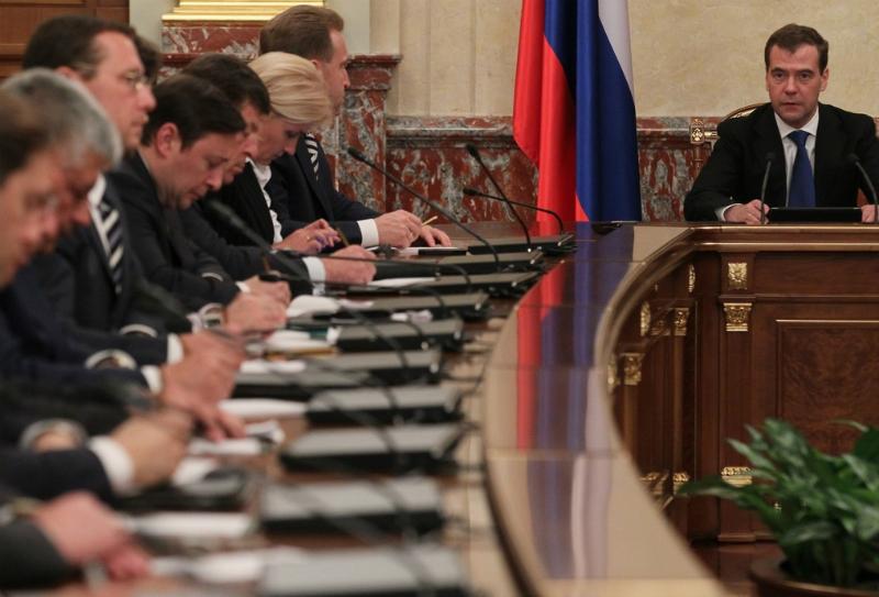 Медведев призвал госкорпорации сокращать расходы