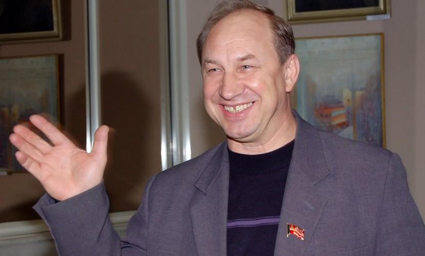 Коммунист Рашкин отказался от дачи Чемезова