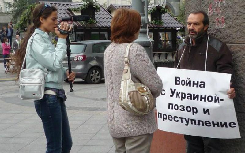 «Ни слова о Путине»: Виктора Шендеровича задержали украинские пограничники