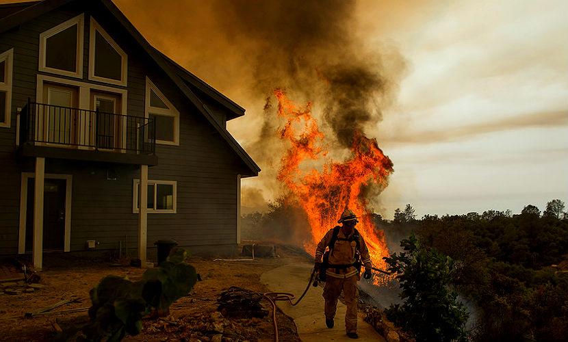 Три тысячи человек эвакуированы из-за пожара в США