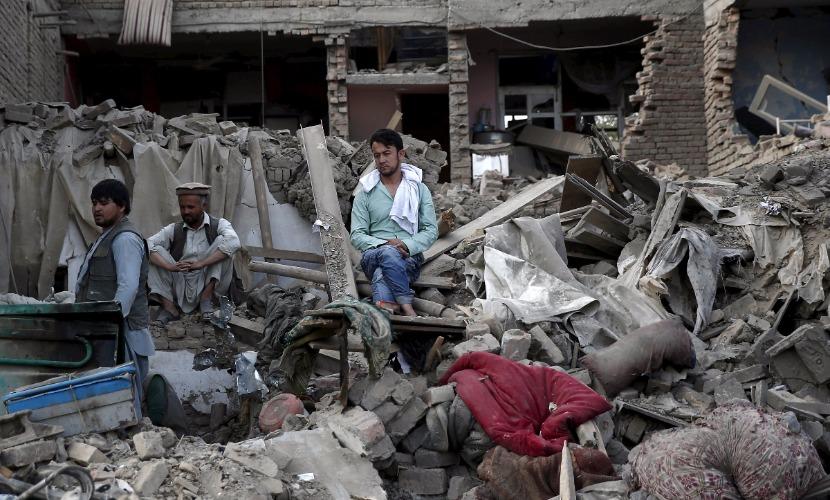 Афганский террорист въехал на автомобиле со взрывчаткой в здание полиции