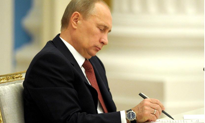 Путин освободил от должностей большую группу генералов СКР, МВД и ФСКН