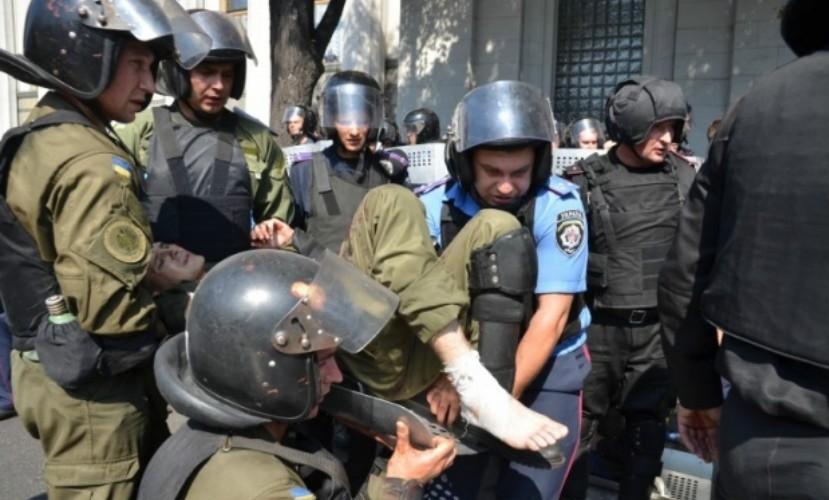 Во время кровавой бойни у Верховной Рады раздавали гранаты, - Аваков
