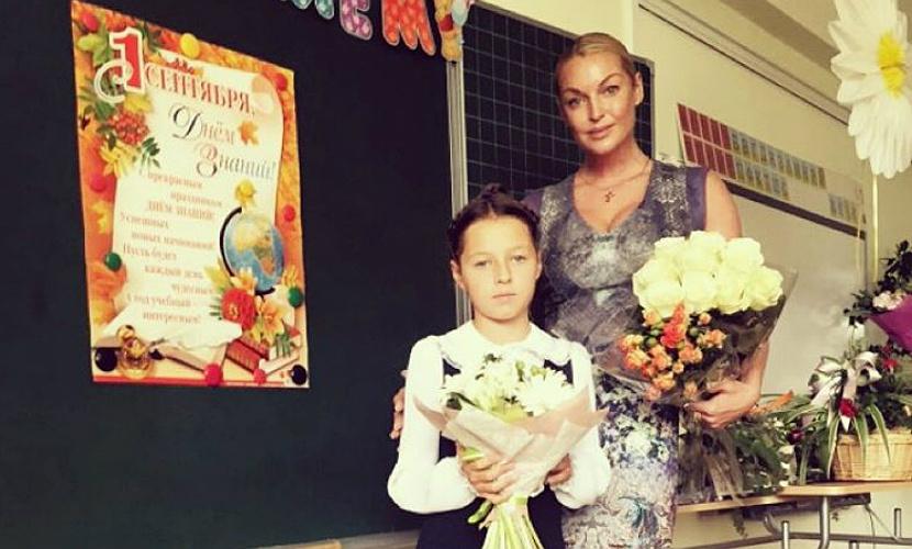 Волочкова и другие звезды показали детей на школьных праздниках