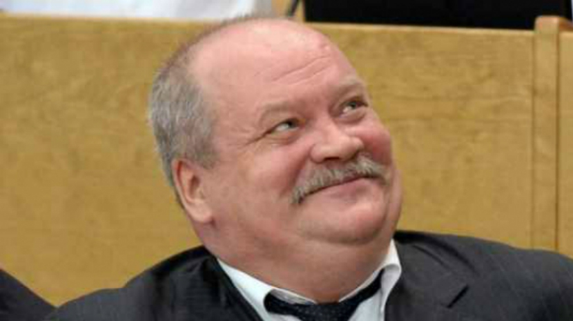 Депутат Госдумы застрял в танке на выставке