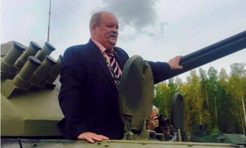 Организаторы RAE подтвердили инцидент с застрявшим в танке депутатом Зотовым
