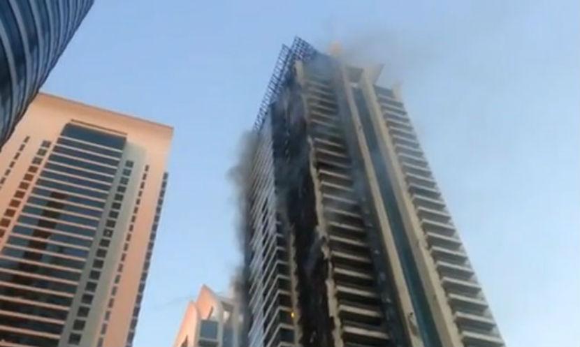 В ОАЭ пожар охватил небоскреб, есть пострадавшие