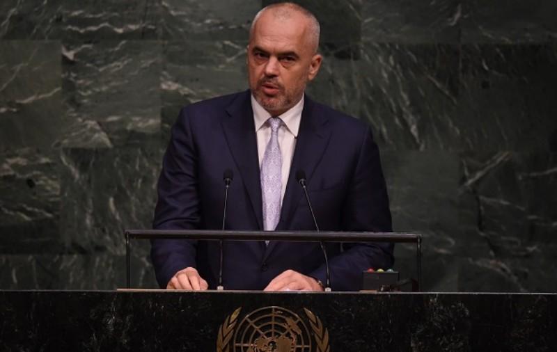 Албания потребовала от Сербии признать независимость Косово