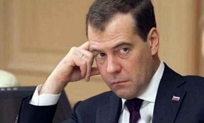 Медведев предостерег регионы от новых долгов