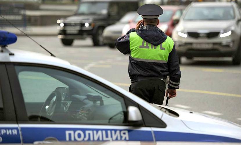 Внедорожник Mercedes протаранил десять автомобилей на северо-западе Москвы