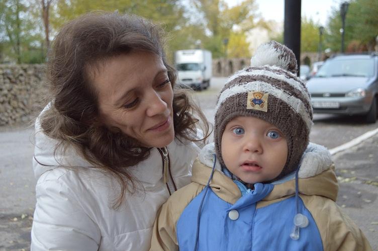 Многодетная беженка из Донецка не может добиться операции на сердце годовалому сыну