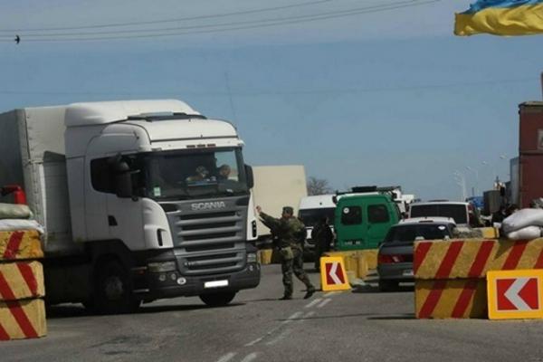 6 фур с продуктами прорвали продовольственную блокаду Крыма