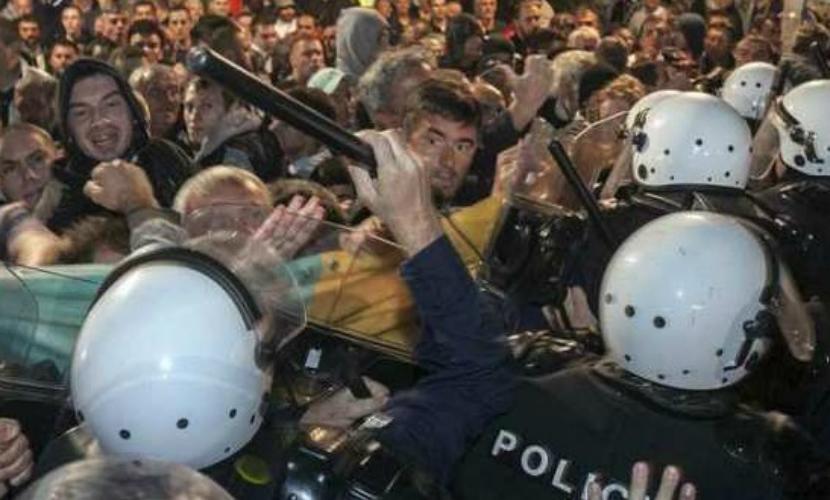 15 полицейских и 24 демонстранта пострадали при столкновениях в Подгорице