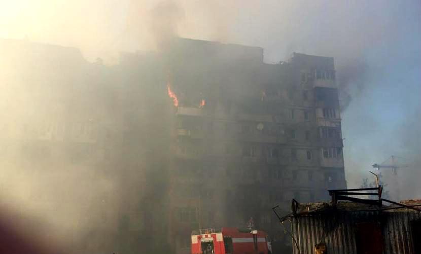 Украинская армия ударила из танков и минометов по многоэтажкам Донецка: есть жертвы