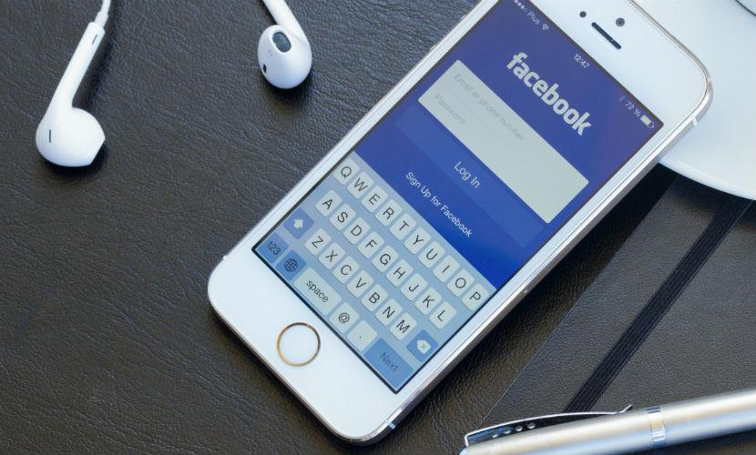 """В приложении Facebook """"съедающем"""" заряд на iPhone исправлены ошибки"""
