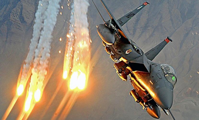 Сокрушительный авиаудар по пункту управления ИГИЛ деморализовал боевиков