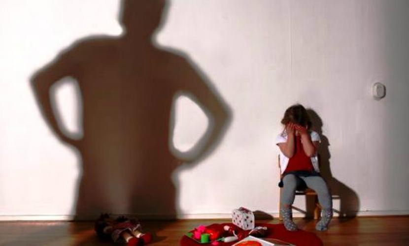 Изнасилование 8-летней девочки совершил ее 16-летний ...: http://bloknot.ru/chp/iznasilovanie-8-letnej-devochki-sovershil-ee-16-letnij-rodstvennik-329732.html