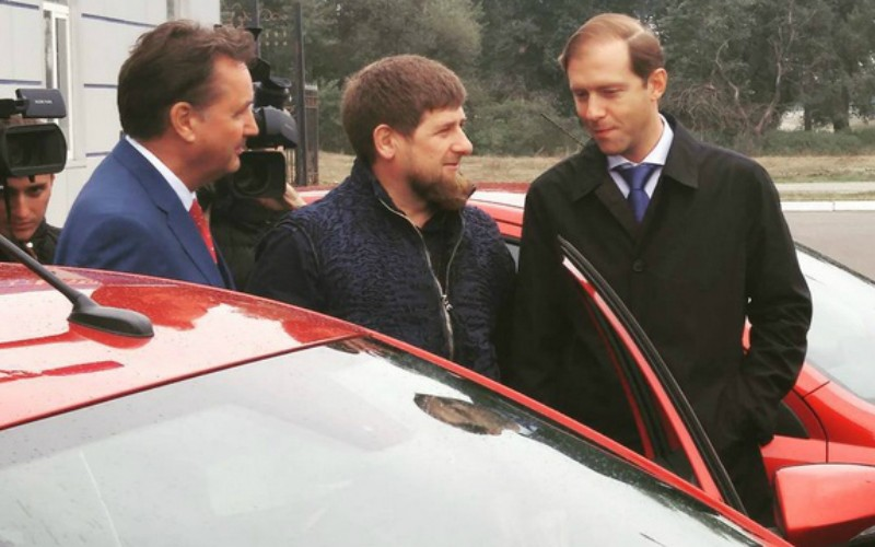 Кадыров провел тест-драйв Lada Vesta