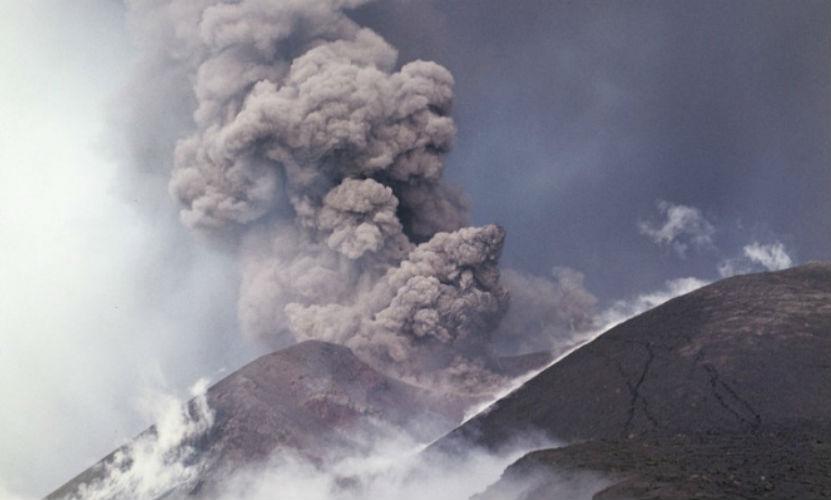 Начал извергаться самый крупный вулкан Камчатки