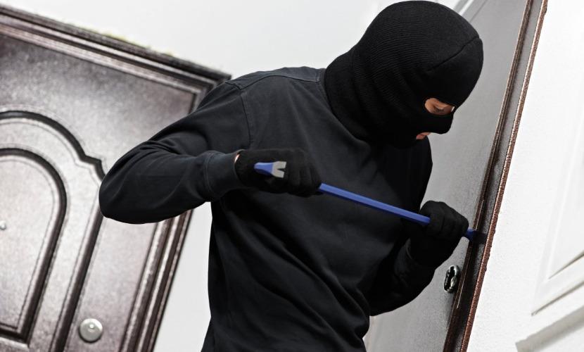 В Москве преступник похитил из офиса фирмы 10 миллионов рублей и 100 тысяч евро